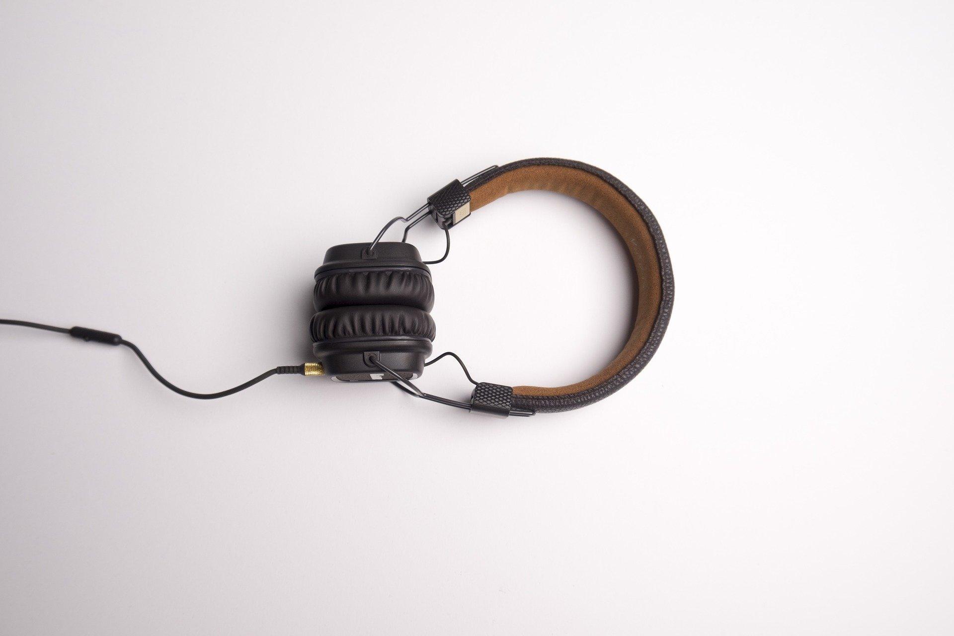 headphone-1868612-1920-057771-CvwEqBhh