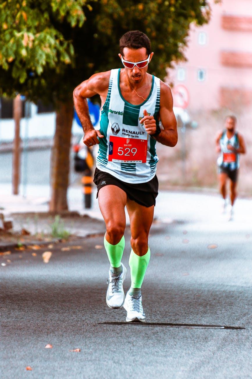 runner-897727-oGACchMG